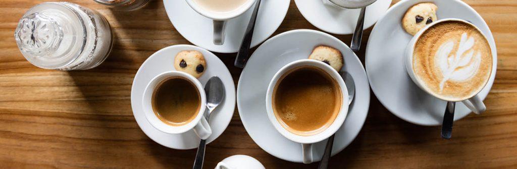 boisson chaude thé, café, maté, à boire le matin